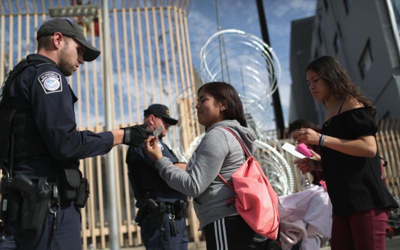 """Juez de San Francisco dice que no a la """"Política de permanencia en México para buscadores de asilo"""""""