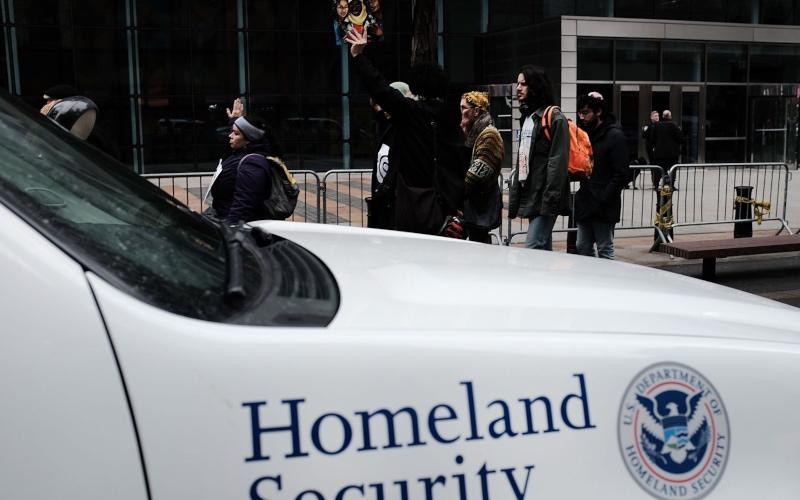 La Casa Blanca considera liberar a los inmigrantes detenidos en ciudades santuario