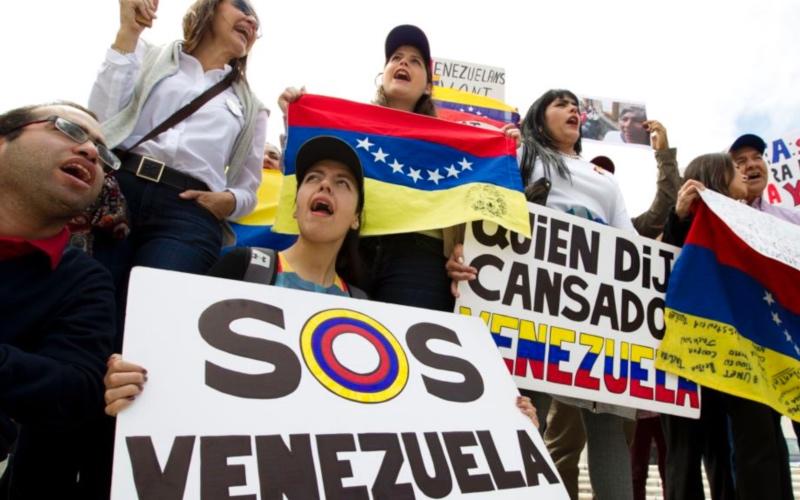 Los proyectos de ley de inmigración avanzan en medio de la agitación política