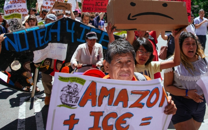 Manifestantes exigen que Amazon rompa los lazos con ICE y Homeland Security