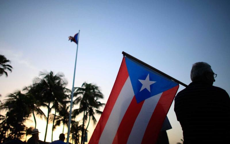 Renuncia del gobernador de Puerto Rico alientan la crisis constitucional