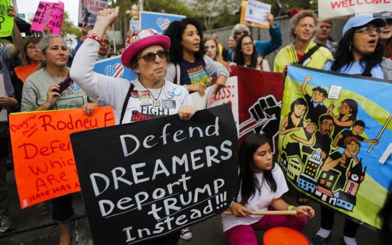 Empresas de varios sectores piden a la Corte Suprema que proteja a DACA