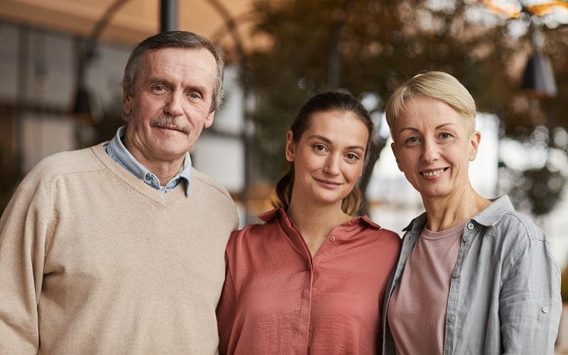 ¿Un residente permanente puede pedir a su hijo mayor de edad?